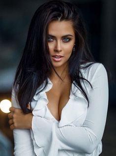Most Beautiful Faces, Stunning Eyes, Gorgeous Women, Cute Brunette, Brunette Beauty, Looks Style, Woman Face, Beauty Women, Brunettes
