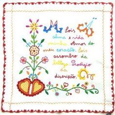 BORDADOS TRADICIONAIS PORTUGUESES: Lenços da mão bordados