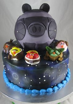 Angry Birds Star Wars birthday cake! I know Dil will love this for his bday in July. I think I might try something like this?!