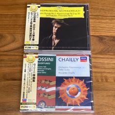タワーレコードが誇る最強のクラシックチームが毎月、クラシックCDを厳選して届けてくれるこちら。今月は「雨〜梅雨」を思わせるクラシック曲を収録した2枚のアルバムが到着♫ #サブスク  #サブスクリプション  #サブスクリプションボックス  #定期便 Thing 1, Recital, Orchestra, Cover, Books, Libros, Concert, Book, Book Illustrations
