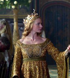 Rebecca Ferguson as Elizabeth Woodville inThe White Queen (TV Series, 2013).