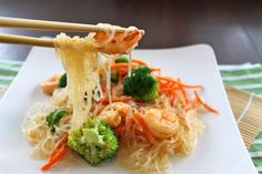 Glass Noodles with Shrimp, Broccoli and Carrots