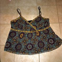 FREE SHORTS/LANE BRYANT PLUS SIZE TOP LANE BRYANT TOP WITH GOLD N BLACK TRIMMING WITH SIDE ZIPPER N BLACK LINING EXCELLENT CONDITION SIZE 28 Lane Bryant Tops Tank Tops