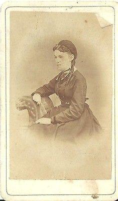 CDV PHOTO BEAUTIFUL YOUNG VICTORIAN WOMAN PRETTY FACE LONG RINGLET CURLS