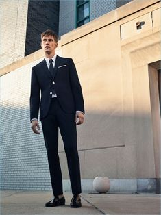 Connecting with Zara Man, Mathias Lauridsen wears a classic suit with a polka dot tie and leather loafers from Zara Man.