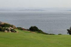 La Corse dénombre peu de parcours de golf, 5 au total. Le golf de Sperone situé à Bonifacio est l'un des plus magique sur l'île de beauté ; il est classé dans le top 10 des plus beaux golfs européens.