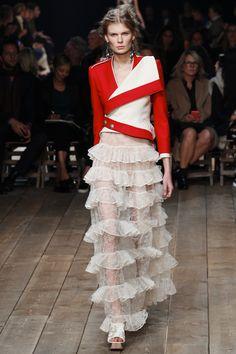 Alexander McQueen Spring 2016 Ready-to-Wear Fashion Show - Kirin Dejonckheere