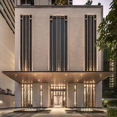 ESSE Asoke Landscape Design by Ixora Design – Wison Tungthunya & W Workspace Design Entrée, Facade Design, Design Hotel, Exterior Design, Architecture Classique, Architecture Résidentielle, Neoclassical Architecture, Commercial Architecture, Building Exterior