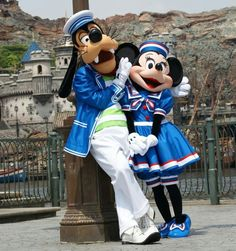 Things are getting a little goofy between Minnie Mouse and Goofy at Tokyo Disney Sea