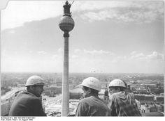 Die 24 Besten Bilder Von Bau Fernsehturm East Germany Berlin