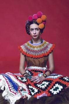 Inspiration Frida Kahlo, par Marta Severini. #mode #mexicaine #coiffure #crochet #fashion #mexican #hairstyle