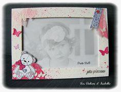Cadre personnalisé pour photo 10x15. Thème Nounours, avec cœurs et papillons. rose, blanc et gris