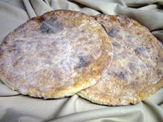 Bolo do Pico - Fladenbrot von der Insel Pico - Recettes de plats savoureux - Life Pinit Portuguese Sweet Bread, Portuguese Recipes, Portuguese Food, Azores, Savoury Baking, Food Dishes, Bakery, Cooking Recipes, Yummy Food