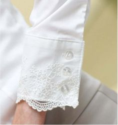 Not for a wedding dress Mom! Blouse Styles, Blouse Designs, Blog Couture, Diy Mode, Lace Cuffs, Fashion Details, Fashion Design, Collar And Cuff, Sleeve Designs
