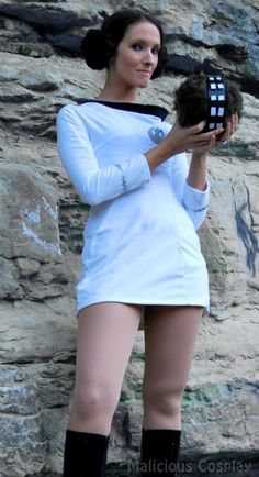 Star Wars or Star Trek? Princess Leia Star Trek cosplay with a Wookie Tribble! - 10 Star Trek Red Dress Cosplays << Okay this is amazing. Star Wars Costumes, Cool Costumes, Cosplay Costumes, Nerd Costumes, Cosplay Ideas, 50s Costume, Vampire Costumes, Cosplay Outfits, Costume Ideas