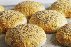 Buns sans gluten extra : réalisé avec du lait végétal et du beurre végétal mmmmh. je l'utilise même comme pain