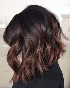 35 Balayage Hair Color Ideas for Brunettes in The French hair coloring technique: Balayage. These 35 balayage hair color ideas for brunettes in 2019 allow to achieve a more natural and modern eff. Balayage Lob, Brown Balayage, Ombre Hair Color, Hair Color Balayage, Brown Hair Colors, Hair Highlights, Balayage On Black Hair, Balayage Straight, Red Ombre
