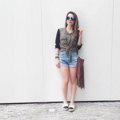 Baixinha  Ariana ♈️ Formada em ADM  Mora em SP (ABC)  Ama Snap (Raquelregini)  Vende de tudo @derepentefashion_loja E tem um canal no YouTube ⬇️