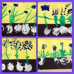 Gemaakt door groep 1&2 OBS de Veldwikke. Blauwe druifjes stempelen met een ui, wattenstaafjes en achterkant van een potlood.