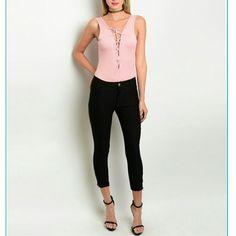 "Zippered Black crop pants 🎉 host pick🎉 Comfy black pants. side zipper. L 31"" W 26"" Pants Ankle & Cropped"