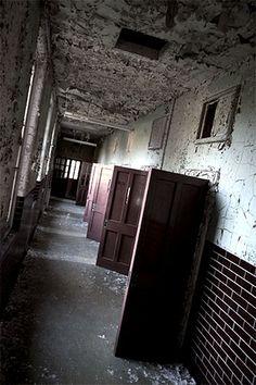 West Park Mental Hospital (West Park Hospital): http://www.abandoned-britain.com/PP/westpark/11.html