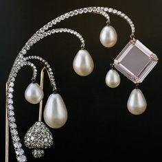 JAR Paris. Diamants, perles, or, argent, platine, 2016. H. 12,2 cm; L. 6,9 cm; poids du diamant rose: 18,38 ct. #JAR #JARParis #JoelArthurRosenthal