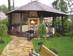 Inspiration for garden gazebos Renew your inspiration in the garden. The gazebo in the summer a great help. Garden Gazebo, Pergola Patio, Outdoor Spaces, Outdoor Living, Outdoor Decor, Outdoor Sheds, Outdoor Kitchens, Backyard Sitting Areas, Bbq Hut