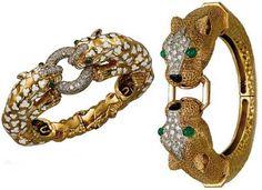 A gauche : Bracelet Léopard en diamants, émeraudes et émail – David Webb, A droite : Bracelet Lionnes en or, diamants et émeraudes – Kutchinsky © Christie's
