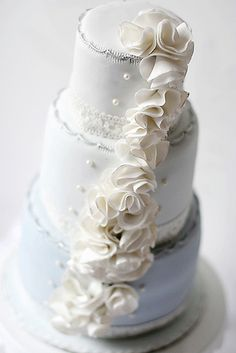 Stunning cascading #Ruffle #Cake! So pretty! We love and had to share! Great #CakeDecorating!