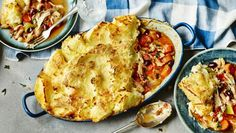 Try using up leftover roast chicken in this tasty potato-topped pie.  For this recipe you will need a 20x30cm/8x12in ovenproof dish.