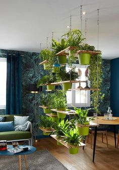 Neat idea for a separator Salon Vintage, Indoor Vegetable Gardening, Indoor Garden, Relief, Loft Wedding, Separation Salon, Image Jpeg, Love Your Home, Living Room Colors