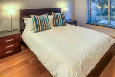 Clifton Rocks - Second bedroom - Nox Rentals Cape Town holiday rental property Two Bedroom, Master Bedroom, Cape Town Holidays, Open Plan Bathrooms, Living Area, Living Spaces, 2 Twin Beds, Shared Rooms, Holiday Apartments