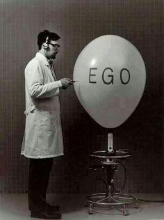 El ego es como tu perro. El perro tiene que seguir al amo y no el amo al perro. Hay que hacer que el perro te siga. No hay que matarlo, sino que domarlo. Alejandro Jodorowsky