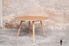 GENTLEMEN DESIGNERS, Mobilier vintage, made in France TABLE RONDE EN BOIS CLAIR MASSIF, 2 RALLONGES À VOLET