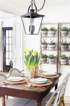 A simple and bright Easter tablescape using potted daffodils and classic tableware. #easter #tablescape #springdecor #entertaining