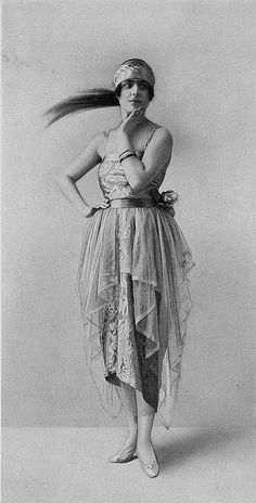 Les Modes (Paris) December 1919 Robe du Soir par Peron #fashion #vintage #fashionphotography
