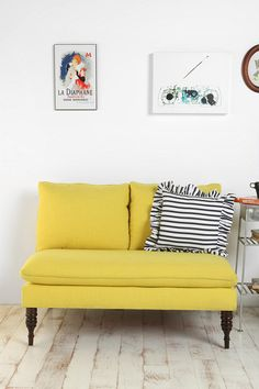 nice. love the the yellow and the stripey pillow. could do without the ruffle though.