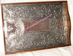 Pequenas Maravilhas da Isa: Tabuleiros Pewter Art, Pewter Metal, Aluminum Foil Art, Metal Embossing, Metal Art, New Art, Metal Working, Arts And Crafts, Texture