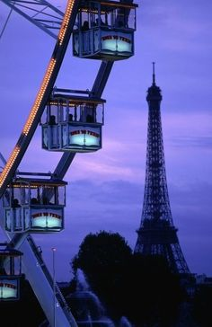 The ferris wheel during Christmas at Place de la Concorde is thrilling!