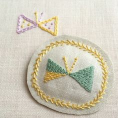 No photo description available. Butterfly Project, Hand Embroidery Tutorial, Embroidery Motifs, Blanket Stitch, Punch Needle, Needle And Thread, Cottage Chic, Needlework, Diy And Crafts
