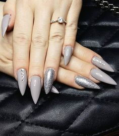 14 Stiletto Nail Ideas That Are Totally om Point - Best Stiletto Nail Ideas