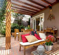 Aconchego é essencial. Veja mais: http://casadevalentina.com.br/projetos/detalhes/aconchego-e-essencial-547 #decor #decoracao #interior #design #casa #home #house #idea #ideia #detalhes #details #cozy #aconchego #casadevalentina #balcony #varanda