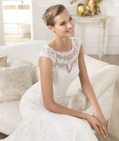 Pronovias 2018 / The wisdom and skill of expert seamstresses transform fine fabrics into haute couture designs. These wedding dresses are pure magic. Pronovias has designed a collection to enchant not only romantic, classic brides, but also modern. Wedding Dresses 2014, Bridal Dresses, Wedding Gowns, Flower Girl Dresses, Lovely Dresses, Wedding Bells, Formal Dresses, Pronovias Bridal, Ivory Lace Wedding Dress