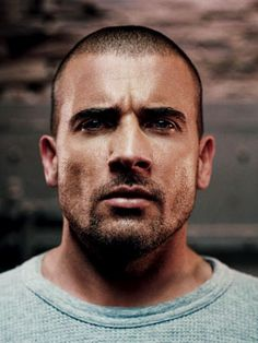 Lincoln Burrows (Dominic Purcell) in Prison Break Dominic Purcell, Best Tv Shows, Favorite Tv Shows, Movies And Tv Shows, Sons Of Anarchy, Prison Break 3, Lincoln Burrows, Michael Scofield, Wentworth Miller