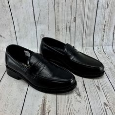 BLACK LEATHER SAMUEL WINDSOR BENCH MADE SLIP ON SHOES SIZE UK 6 WORN ONCE! Windsor Bench, Click Photo, Boots For Sale, Boys Shoes, My Ebay, Slip On Shoes, Loafers Men, Shoe Boots, Oxford Shoes