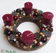 Adventi koszorú bordó modern (Decoflor) - Meska.hu Ornament Wreath, Ornaments, Advent Candles, Xmas Decorations, Christmas Wreaths, Holiday Decor, Modern, Home Decor, Trendy Tree