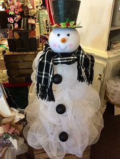 Best 12 Tomato cage, deco mesh, sheet, 100 white corded lights and Dollar General face= gorgeous snowman – SkillOfKing. Front Door Christmas Decorations, Christmas Planters, Snowman Decorations, Diy Christmas Tree, A Christmas Story, Country Christmas, Christmas Snowman, Christmas Wreaths, Christmas Ornaments