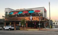 Over on Glenwood South, the new Tin Roof bar/restaurant is now open! #nctriangledining #southernfood #countrymusic #ncrestaurantreview #ncfood #ncrestaurant #nceats #raleigh #raleighnc #raleighfood #raleighrestaurant #raleigheats #raleighdrinks #glenwoodsouth