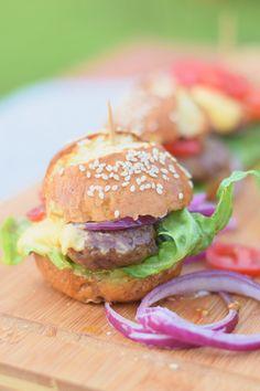 Pretzel Burger Buns - Brezel Feta Burger #grillen #bbq #summer #sommer   Das Knusperstübchen