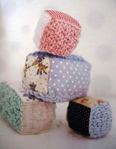 This is such a cute idea for saving money on toys and being crafty! Baby blocks, combining patchwork and knitting (or in my case crochet) Baby Knitting, Crochet Baby, Knit Crochet, Knitting Projects, Sewing Projects, Baby Blocks, Baby Sewing, Sew Baby, Baby Baby